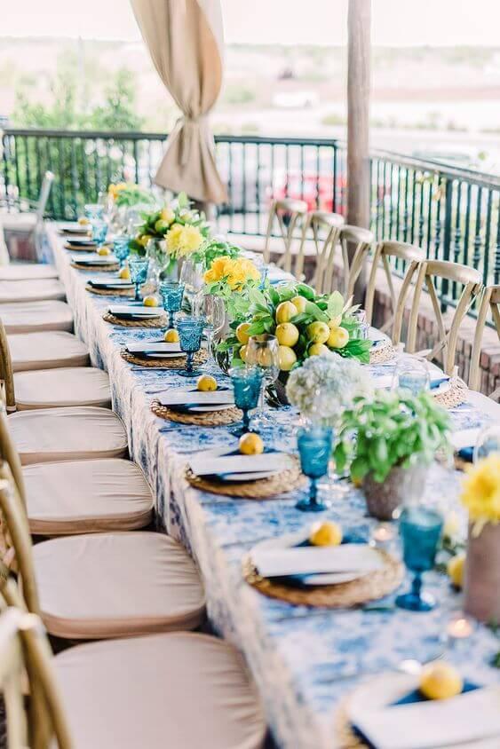 table de mariage jaune et bleu